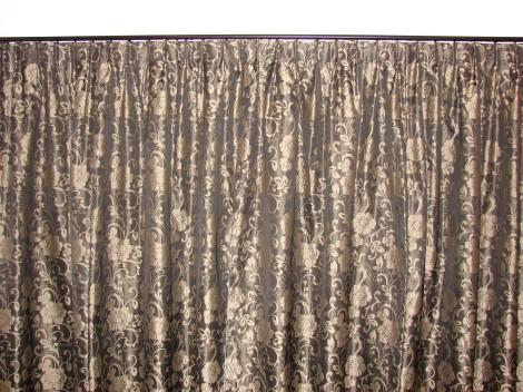 Curtain headings thread of scarlet